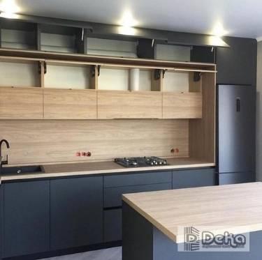 Cocinas con isla Bcn madera y gris espaciosa